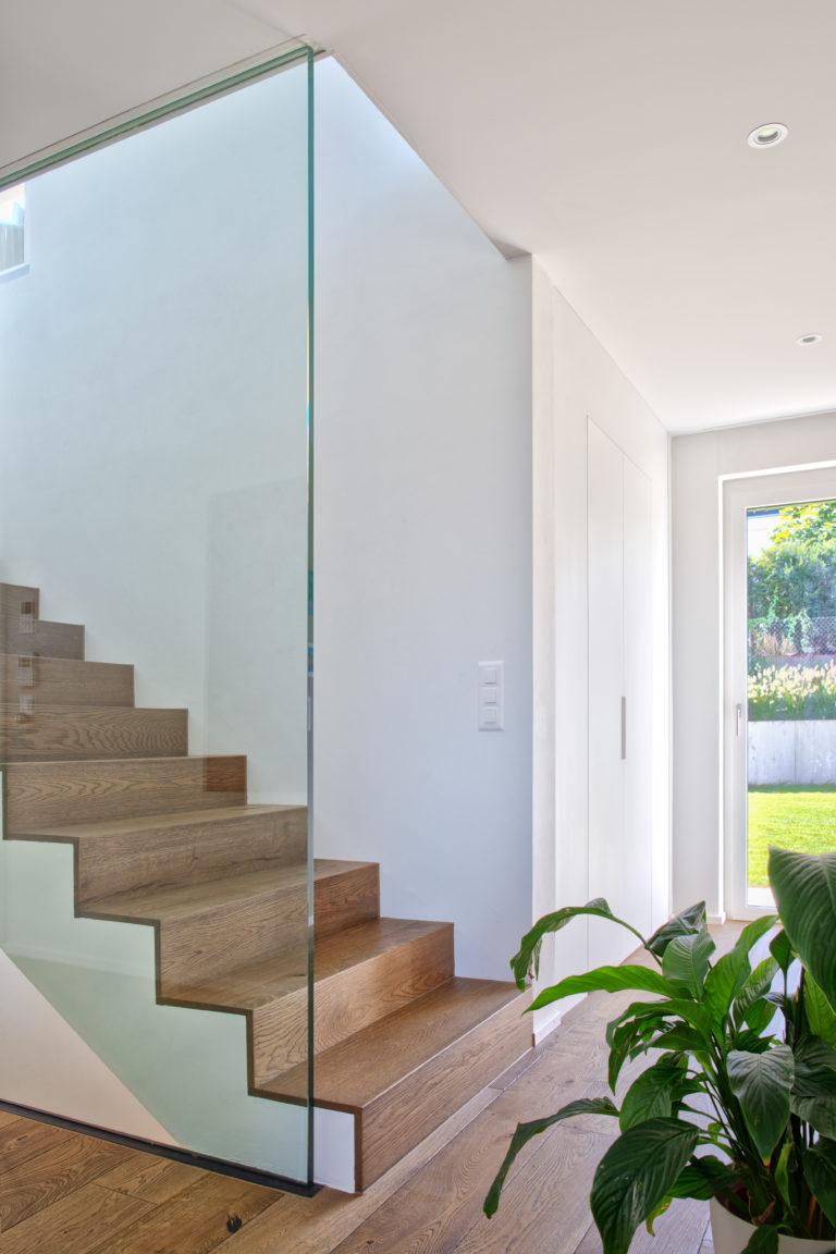 Treppe mit Ganzglasgeländer