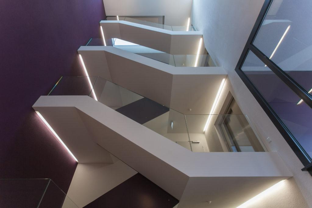 Treppenhaus mit Ganzglasgeländer
