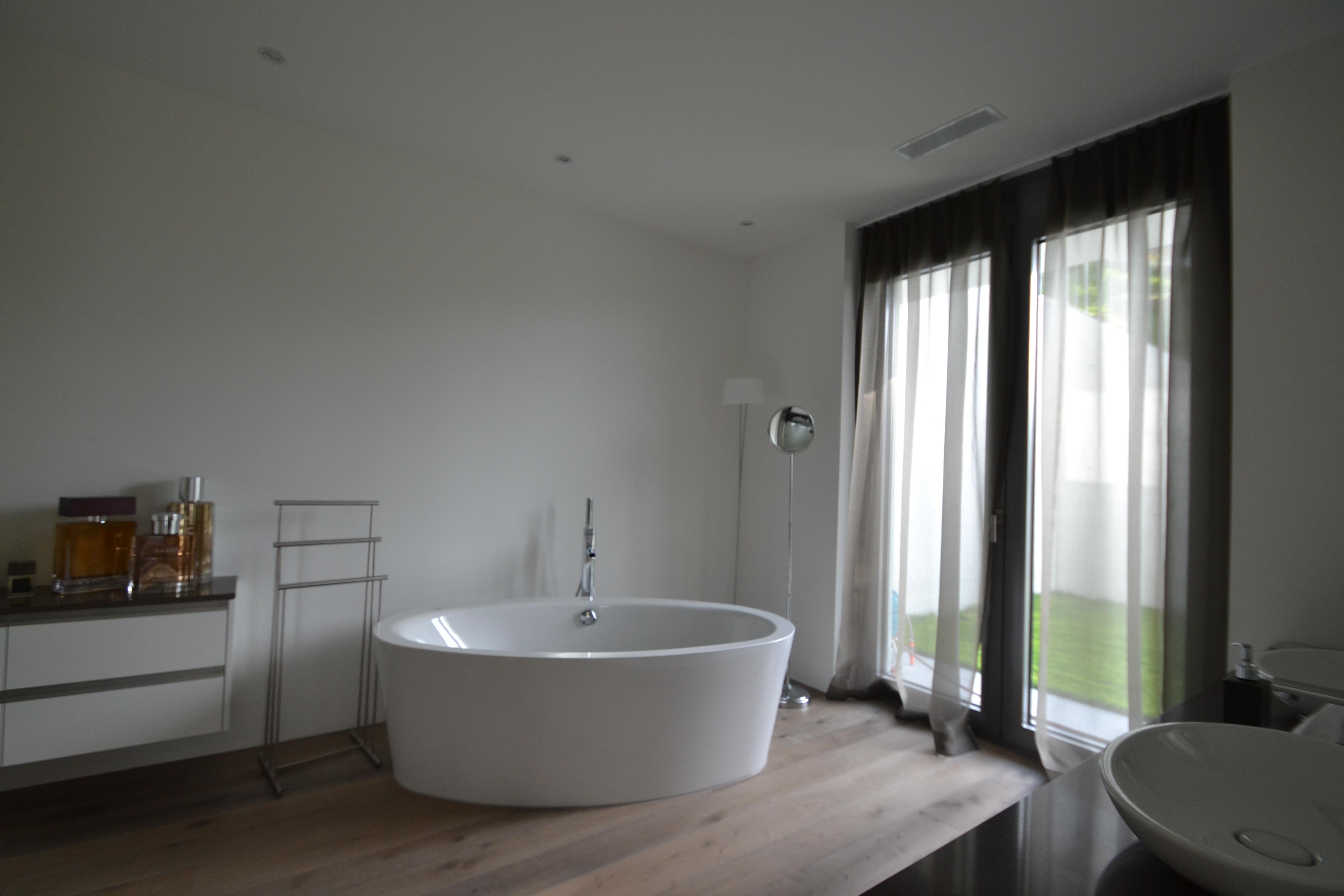 Terrassenhaus_Birkenhalde-Uetliburg-Freistehende BadewanneMO-Architektur-Uznach-Linthgebiet-Ostschweiz-