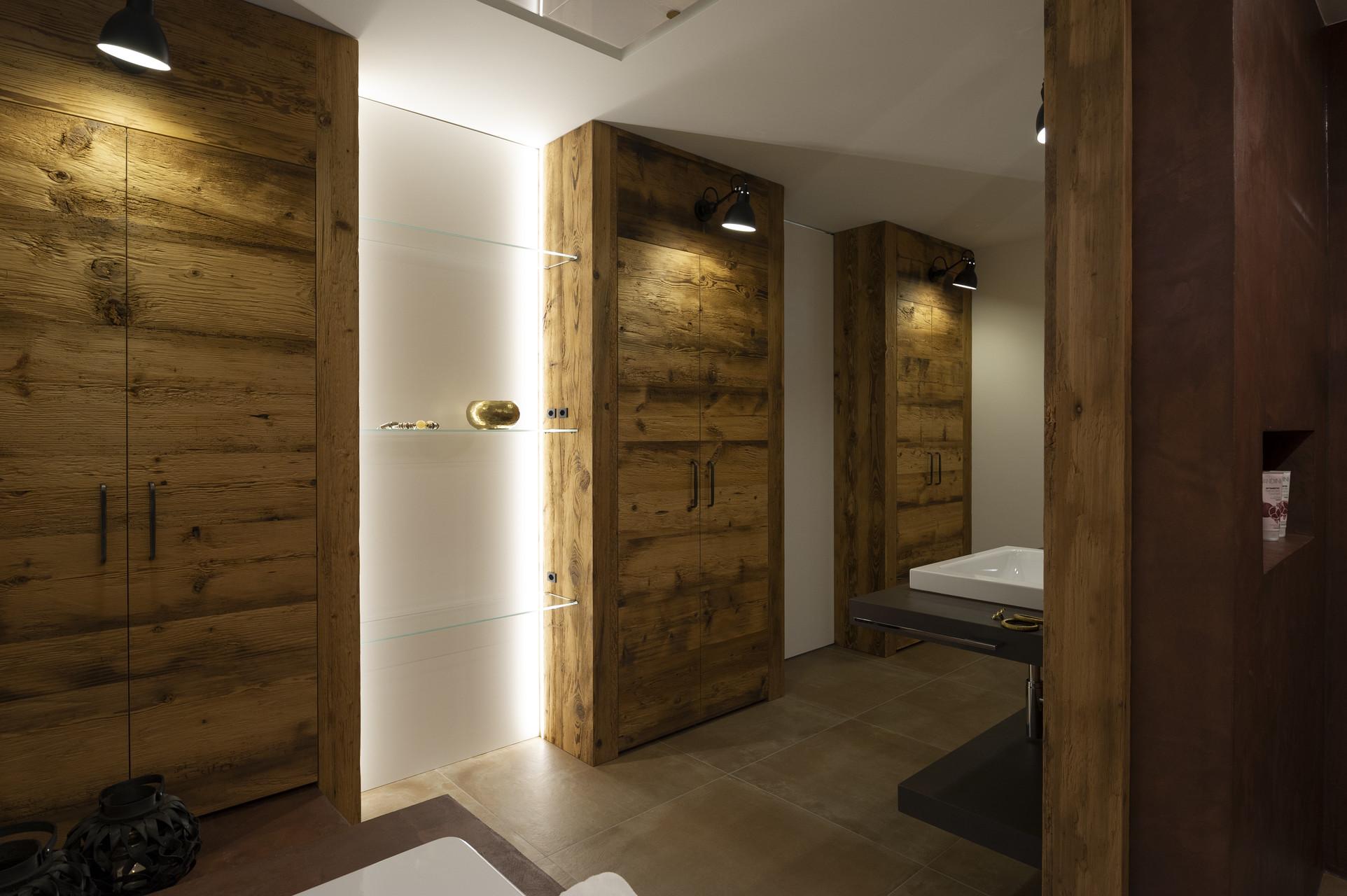Wohn-Geschaeftshaus-Ottenhofenstrasse 33-35-37-MO-Architektur-Uznach-Linthgebiet-Ostschweiz-_BAD_Altholz_Natuofloorl