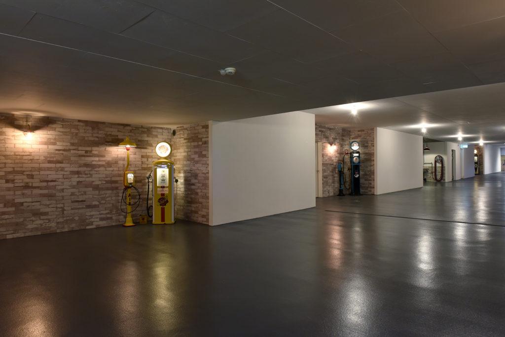 Exklusive Tiefgarage, Boden mit PU-Beschichtung, Wände im Industrie-Look